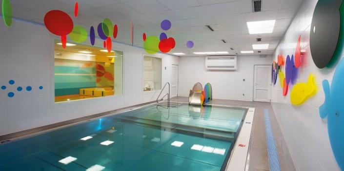 Takto vypadá bazének pro starší děti. Od schůdků se svažuje, a tak můžou plavat i tam, kde nestačí.